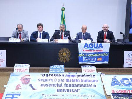 PL que permite privatizar saneamento é uma ameaça à população, alertam deputados e entidades