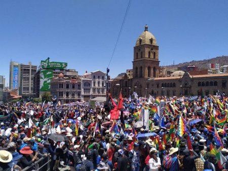 Trabalhadores celebram vitória de Evo e repudiam vandalismo de inconformados