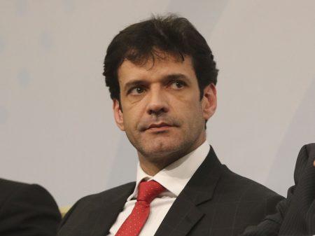 Bolsonaro mantém no cargo ministro do Turismo indiciado pela PF