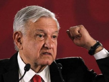 Obrador defende abrir universidades públicas a todo mexicano que queira estudar
