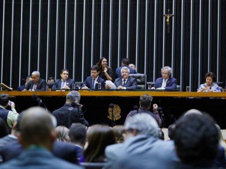 Governo Bolsonaro é inimigo da Educação, denunciam mestres, reitores e parlamentares
