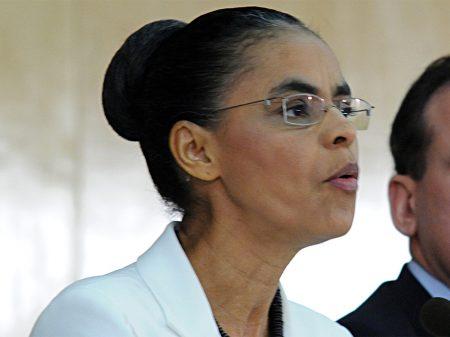 """""""Governo é irresponsável e desastroso no caso do óleo nas praias"""", afirma Marina"""