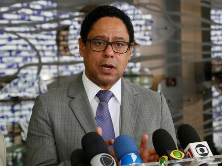 """""""Bolsonaro não tem noção do ridículo"""", afirma Orlando Silva"""