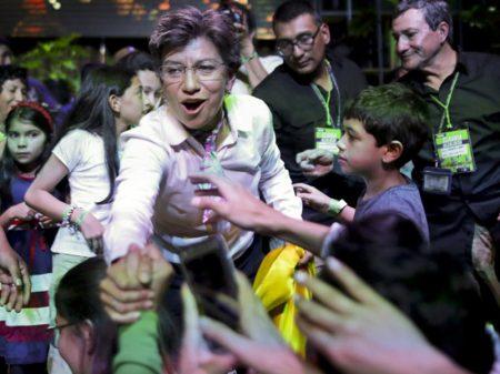 Oposicionista Cláudia vence e é a primeira prefeita da capital colombiana