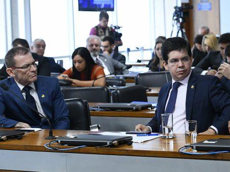 """Randolfe rebate ministro do Turismo que se fingiu de """"injustiçado"""" em audiência"""