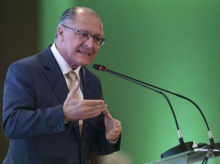 """Alckmin condena fala de Eduardo Bolsonaro: """"é inadmissível"""""""