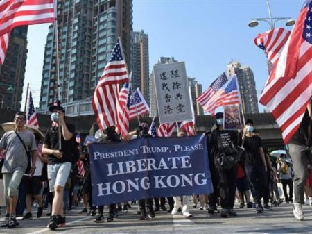 """China repudia """"lei"""" recém-aprovada nos EUA para interferir em Hong Kong"""