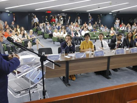 Artistas denunciam no STF atos de Bolsonaro contra o cinema brasileiro
