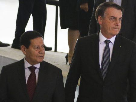 """Bolsonaro diz que o vice deveria ter sido o """"príncipe"""" e não """"esse Mourão aí"""""""