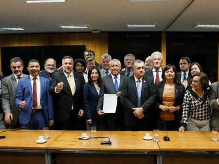 Oposição recebe embaixador  e repudia golpe contra Evo Morales