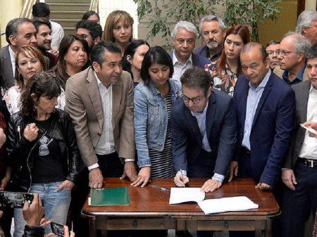 14 partidos chilenos se unem para exigir Assembleia Constituinte