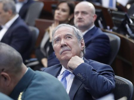 Ministro da Defesa da Colômbia renuncia após ocultar massacre de oito crianças