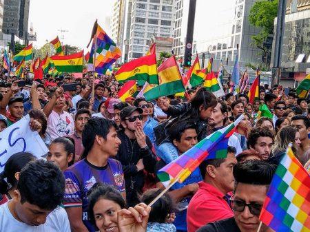 """""""Evo, amigo, o Brasil está contigo"""", entoa multidão na Paulista"""