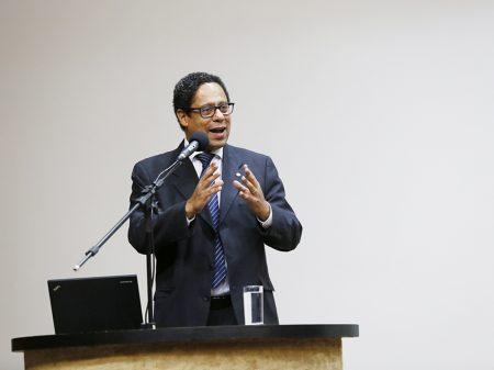 """Fala de ministro apoiando novo AI-5 """"é gravíssima"""", afirma Orlando Silva"""