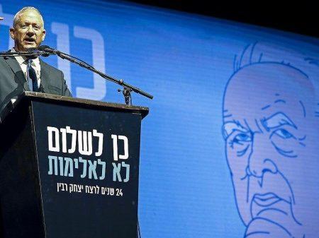 Gantz reúne multidão em Tel Aviv em ato pela paz e em homenagem a Rabin