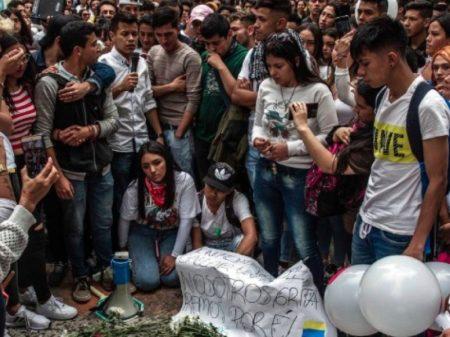Bogotá: Morre o estudante atingido por granada de gás em protesto pacífico