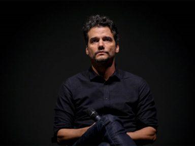 """""""Bolsonaro declarou guerra à cultura"""", diz Wagner Moura, diretor de """"Marighella"""", em Portugal"""