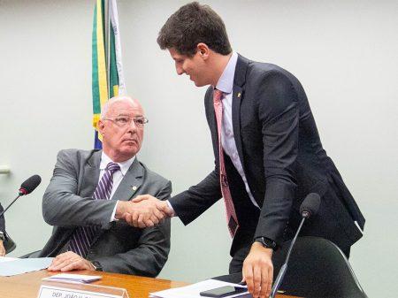 CPI aprova audiências para apurar crime do óleo no litoral brasileiro