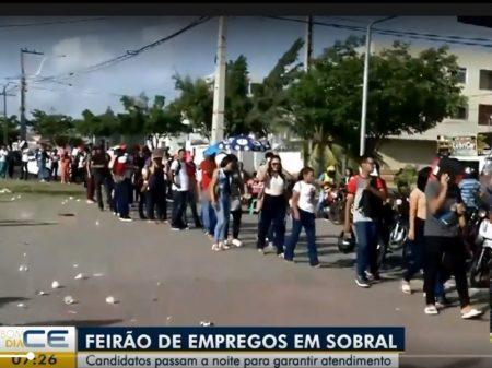 Multidão faz fila em Sobral (CE) por emprego