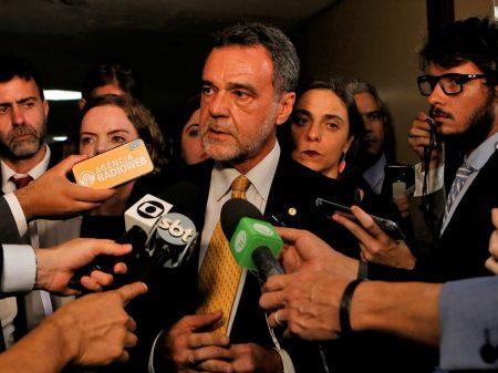 Daniel Almeida critica MP 905 e condena novo ataque aos direitos trabalhistas