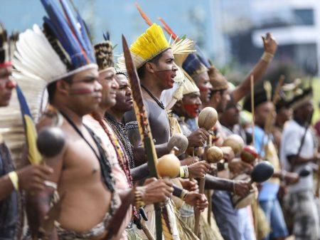 Bolsonaro usa preço da carne e trama pôr gado em terras indígenas