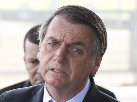 Tomografia não encontra nada no crânio de Bolsonaro
