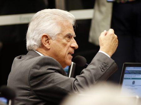 """Deputado critica apologia bolsonarista à """"ditadura, à tortura e ao abominável AI-5"""""""