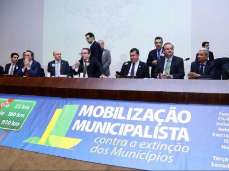 Prefeitos protestam contra extinção de municípios