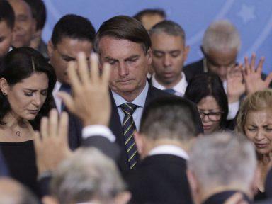 Bolsonaro retorna, no laço, a Brasília: que família defende ele?