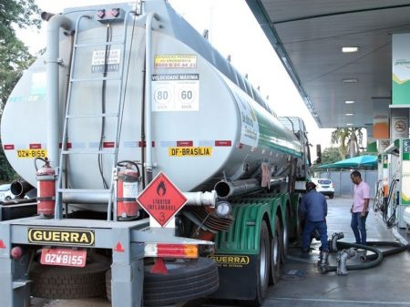 Governo aumenta diesel nas refinarias da Petrobrás