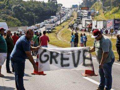 Governo não cumpre promessa e caminhoneiros convocam greve a partir do dia 16