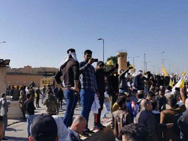 Após agressão, protesto iraquiano adentra  embaixada dos EUA