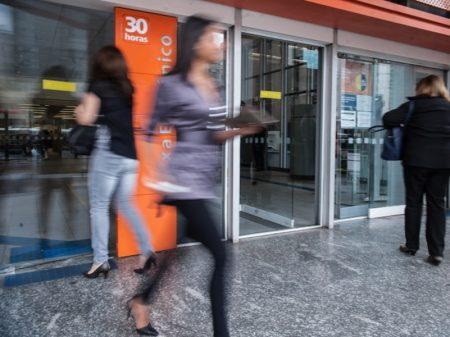 Bancos elevam juros do cartão de crédito