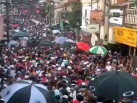 """Guarda-chuvas no Pancadão não são para """"fazer vento"""""""