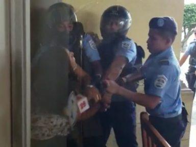Polícia nicaraguense agride jornalistas