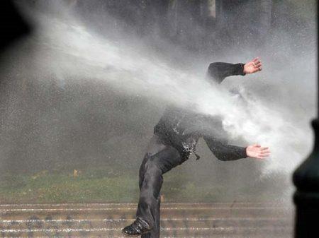 Polícia chilena usou soda cáustica na água para ferir e cegar manifestantes