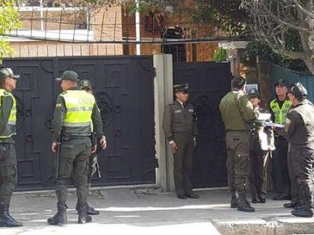 México denuncia perseguição da polícia boliviana a seus diplomatas