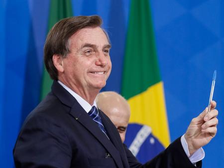 Bolsonaro dá início à criminosa venda dos Correios