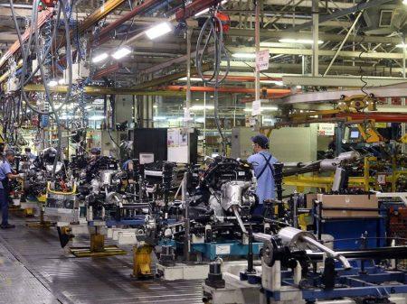 Indústria recua em 7 de 15 locais pesquisados