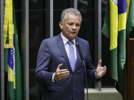Programa de privatizações é eivado de ilegalidades, denuncia líder do PDT