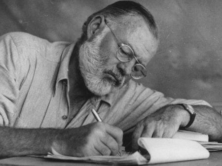 Os 120 anos de Ernest Hemingway