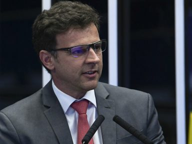 Economista denuncia política de terra arrasada