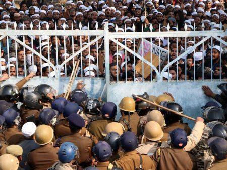 Onda de protestos contra lei discriminatória toma conta da Índia