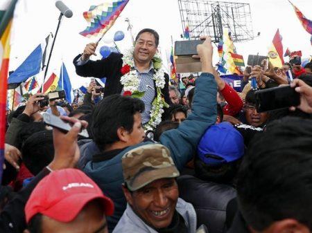 """Luis Arce é recebido em El Alto: """"Presidente da Bolívia"""""""
