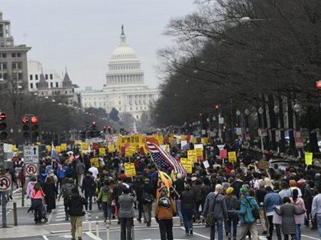 Protesto contra o atentado de Trump ao Irã toma as ruas de 70 cidades dos EUA