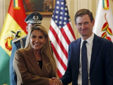 Servil a Trump, ditadura boliviana rompe relações com Cuba