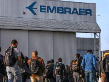 Funcionários da Embraer voltam de férias coletivas e são colocados em licença remunerada