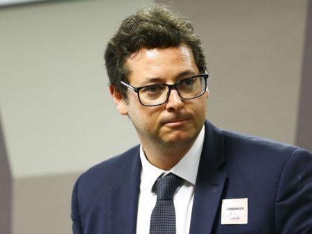 Parlamentares cobram a demissão do chefe da Secom, por tráfico de influência