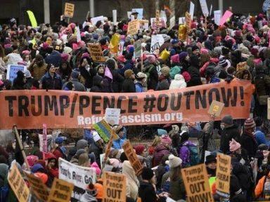 Mulheres marcham em Washington contra políticas pró-bancos de Trump