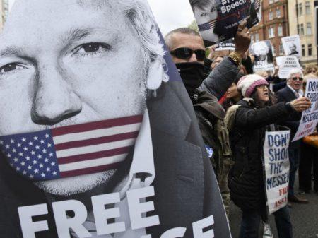 Professores australianos exigem liberdade para  Assange